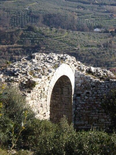 Stone arch in Monsummano Alto - Tuscany