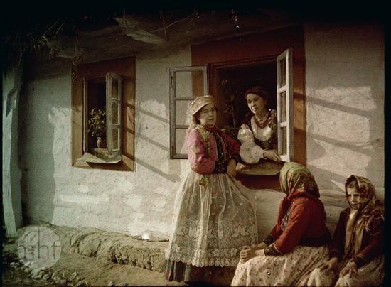 Scena wiejska. Fotograf Tadeusz Rząca. Polska - okolice Krakowa. 1910-1920. Utwór w domenie publicznej.