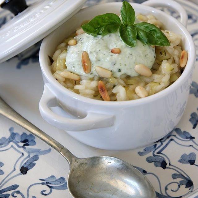 Risotto alle zucchine con crema di ricotta, basilico e pinoli - Pensieri e pasticci