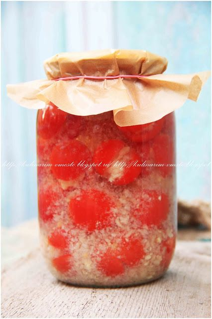 на 2 литра Средние крепкие помидоры 2 головки чеснока перец красный острый молотый 1ч.л раст.масла 1ст.л. 6% уксуса для рассола: на 1литр воды 2ст.л.соли. Чеснок очистить,пропустить через пресс На…