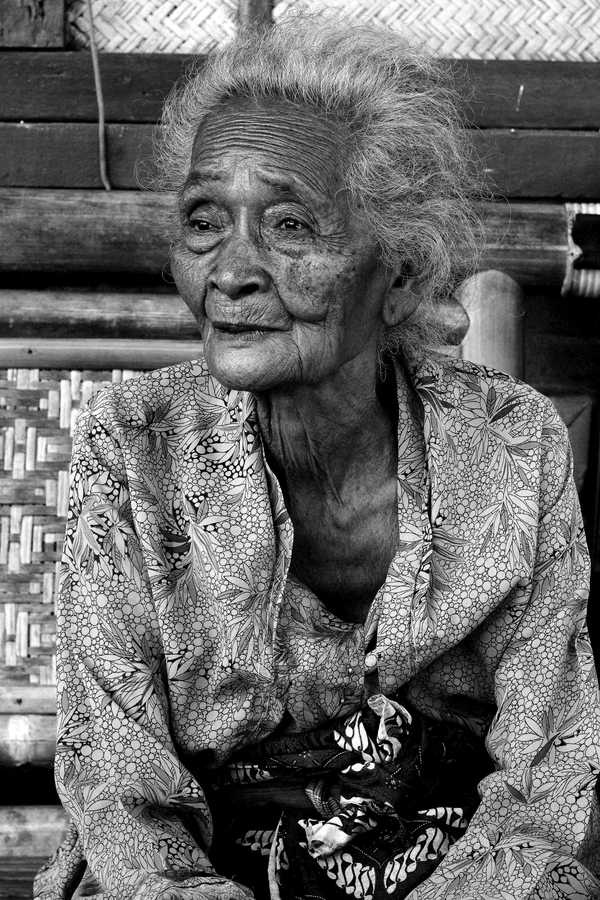Old face by Nanta Maulana, via Behance. Old lady, wrinckles, lines of life, powerful expression, a face with many stories to tell, beauty, portrait, photo b/w.