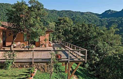 Rural contemporânea: é assim que o arquiteto Renato Marques define esta casa de campo, no interior de São Paulo.
