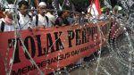 Sejumlah Ormas dan perorangan gugat Perppu No.2/2017 ke MK  JAKARTA (Arrahmah.com)  Empat ormas dan enam anggota ormas yang bertindak sebagai perorangan telah resmi mengajukan gugatan untuk melakukan Judicial Review Peraturan Pengganti Undang-Undang (Perppu) keormasan Nomor 2 tahun 2017 Jumat siang tadi (28/7) di Gedung Mahkamah Konstitusi (MK)  Jl. Merdeka Barat Jakarta.  Kuasa Hukum Gerakan Nasional Pembela Fatwa  MUI (GNPF-MUI) Kapitra Ampera ditunjuk menjadi kuasa hukum Uji Materi Perppu…