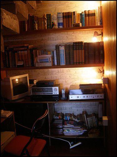 Un tempo le case avevano spazi diversi, generalmente più ampi offrivano la possibilità di ricavare agevolmente degli angoli studio o dei veri e propri studi o delle stanze da lavoro