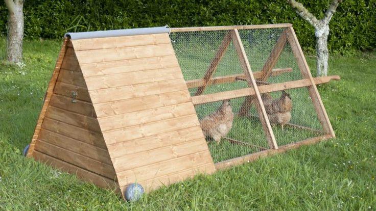¿Tienes pensado tener gallinas? Si es así, entra y te explicaremos cómo hacer un gallinero en el jardín con palets de manera sencilla.