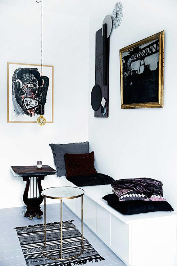 Black and white kitchen | Image by Tia Borgsmith, styling by Mette Helena…