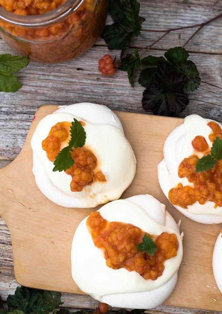 Det er ikke uten grunn at multer blir kalt «skogens gull». Oppskrift på 3 desserter du kan bruke multer til.