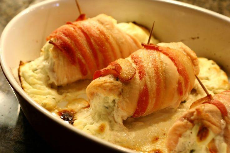 Sajtos csirkemell baconbe tekerve, csodás étel 30 perc alatt! Az olvadozó sajt nagyon csábító! :) - MindenegybenBlog