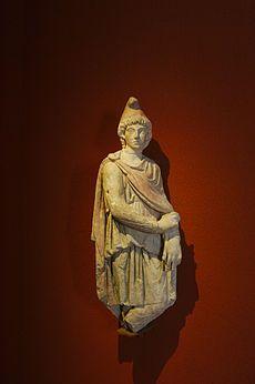 Culte de Mithra — Statue de Cautopatès au musée d'Aquitaine