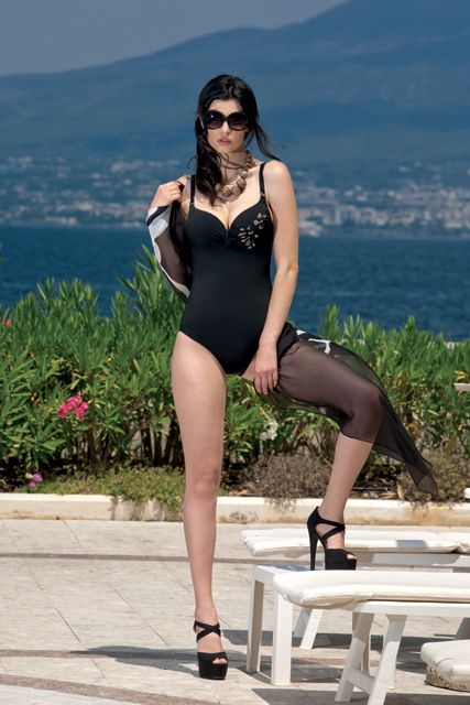 #modamare #moda #swimwear #holiday #mare #beach #fashion #tendenzemoda #summer #fresh #cold #hotsummer #costumidabagno #madeinItaly #positano #Italy #Capri #CostieraStyle #style #trends #Naples #portrose #italia #modaitaliana #nero