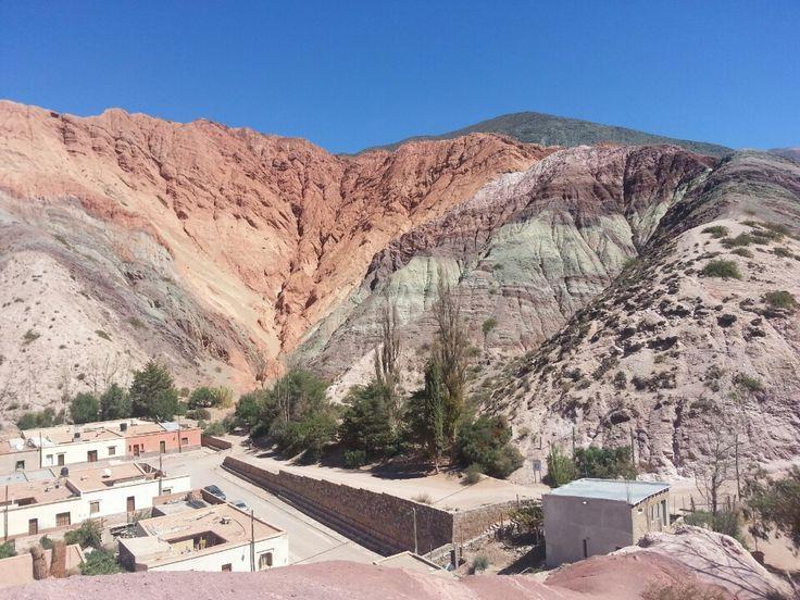 Quebrada de Humahuaca es un valle de montaña en Argentina. Es más bella en las mañanas