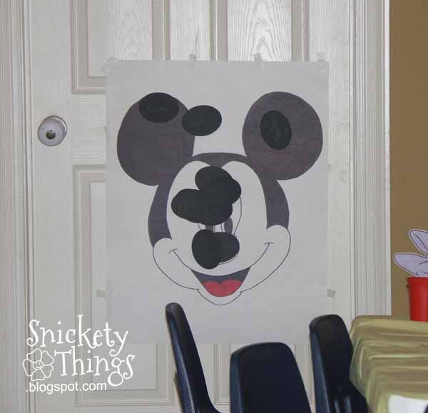 Remember that Mickey Mouse party  Boo had for her third birthday?  I had to decide how I wanted to entertain the kids during the party.  Her...