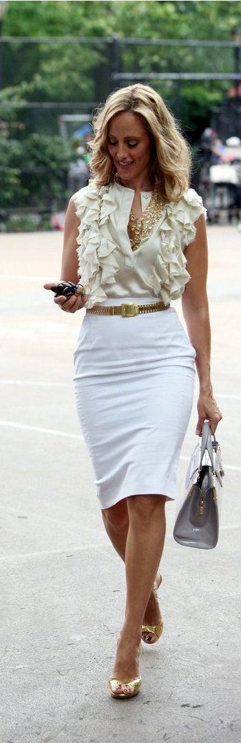 Kim Raver Lipstik Junlge Work outfit pencil skirt