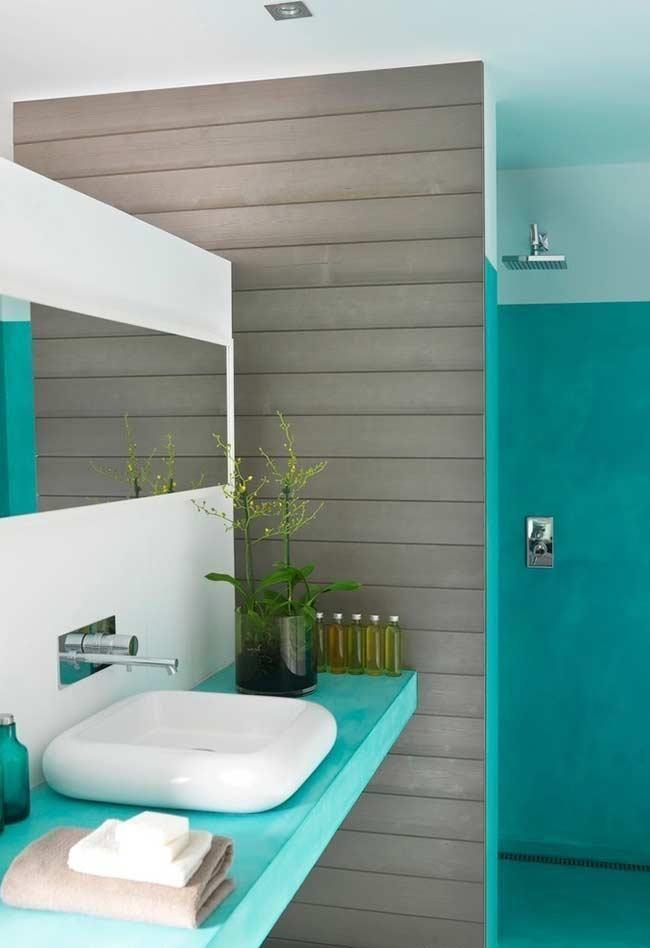 Blaues Badezimmer Ideen Und Tipps Um Die Umgebung Mit Dieser Farbe Zu Dekorieren Altes Fliesen Gestalten Blaues Badezimmer Badezimmer Modernes Badezimmer
