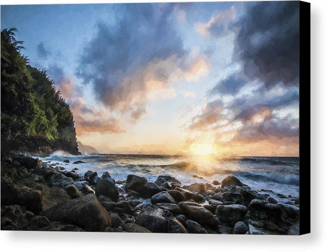 Captured on the island of Kauai. Near Ke'e beach, the sun began to set over the horizon and created a last burst of light.