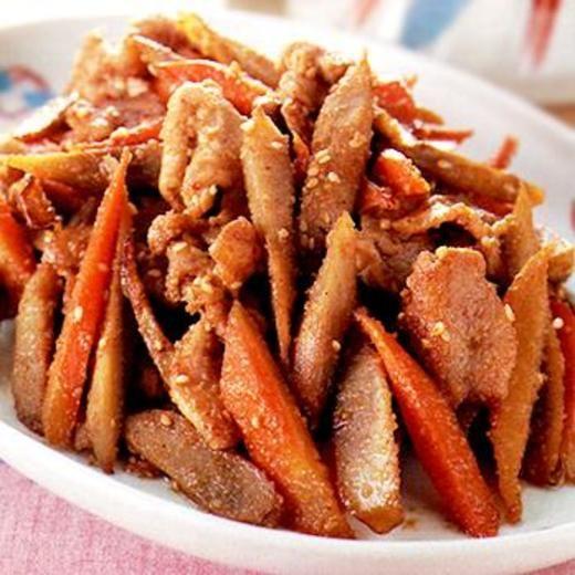 ごぼうと豚肉のごまみそ炒め