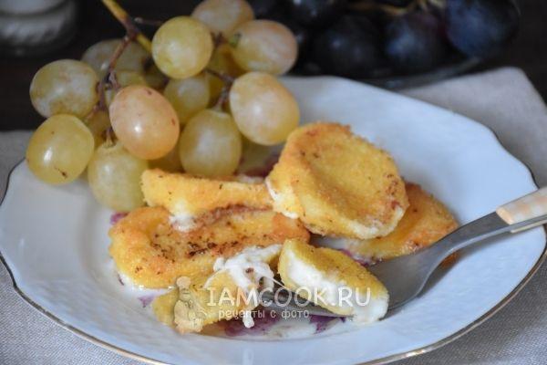 Сыра «Моцарелла» в панировке: Сыр «Моцарелла» – 500 г  Яйцо - 2 шт.  Молоко – 2 ст.л.  Мука пшеничная – 2 стакана  Панировочные сухари – 2 стакана  Соль – по вкусу  Растительное масло