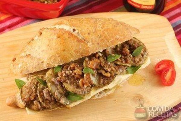 Receita de Sanduíche de abobrinha ao pesto em receitas de paes e lanches, veja essa e outras receitas aqui!