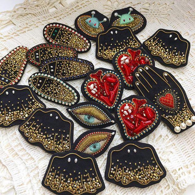 Azumi Sakata - Black brooches for exhibition