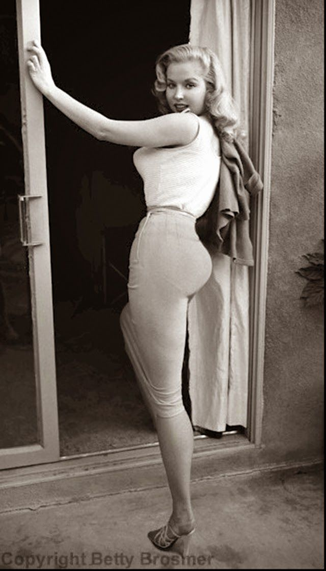 vintage everyday beautiful black and white photos of betty brosmer the girl with the. Black Bedroom Furniture Sets. Home Design Ideas