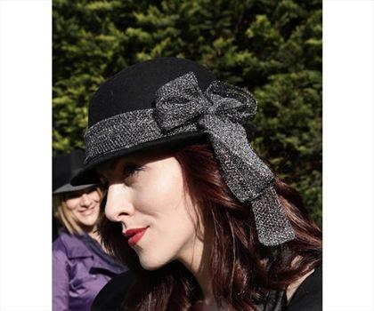 Simli Fiyonklu Fötr Şapka Siyah