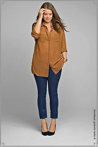 La chemise indémodable, ici en voile marron légèrement transparent, collection femme jusqu'au 58, pour une mode simple et adaptée.