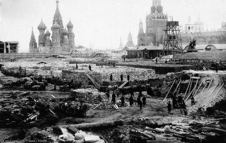 Building the main department store of Moscow. 1890