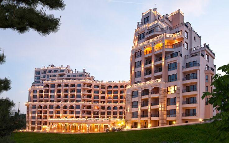 Болгария -  Продается прекрасный  апартамент в Варне, в шикарном  комплексе Кабакум Расположен комплекс рядом с известным пляжем «Кабакум» и недалеко от центра Варны. Апартамент на 5 этаже, общей площадью 88,65 м2 (жилой 75,92 м2), с двумя спальными комнатами, оборудованной ванной, гостиной с кухонной зоной, террасой с прекрасным видом на море.   Цена:  100 000 евро  #инвестициивболгарию, #недвижимостьвболгарии, #квартиравБолгарии, #квартиравВарне, #Варна