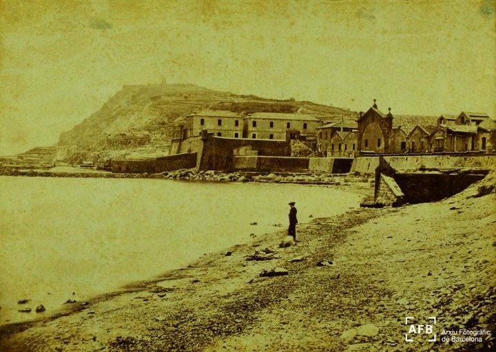 Vista de Montjuïc des de Drassanes, entre l'any 1860-70