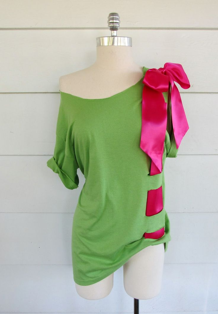I can't decide if I actually like the shirt, or if I just like how easy it is =/ Plus, that green is really pretty!