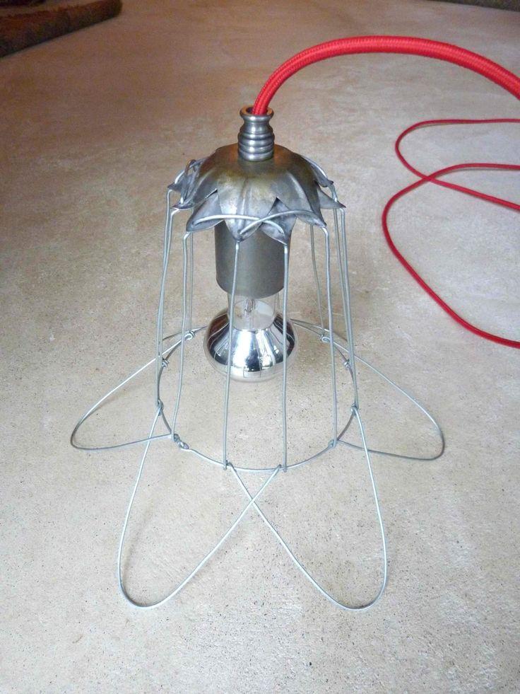 Viola Nocciola Lamps. Lampada da soffitto struttura in metallo forma floreale, filo in tessuto rosso