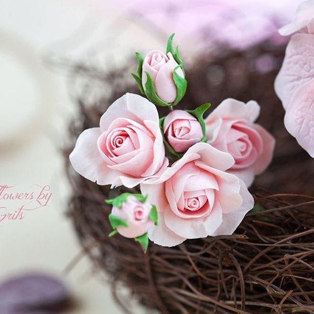 Небольшие кустовые розочки #холодныйфарфор #керамическаяфлористика #цветыизглины #кустовыерозы #coldporcelain #handmade #flowers #nest #decor #floraldecor