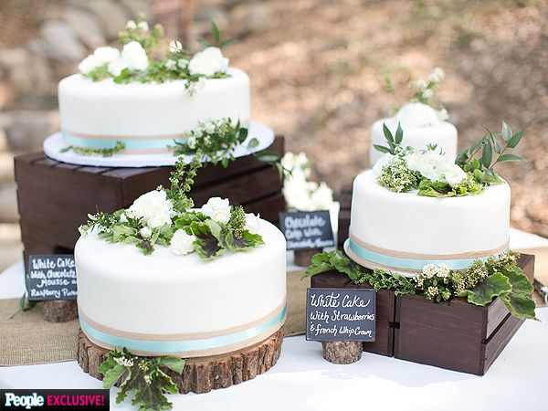 The actress choose an unconventional cake to compliment her rustic, outdoor reception