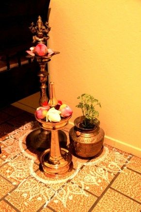 A mix of rangoli & diya décor: Don't let the corner of your home look empty. Give it a pretty makeover by decorating with a small rangoli design and place small plants. Simple yet very beautiful.