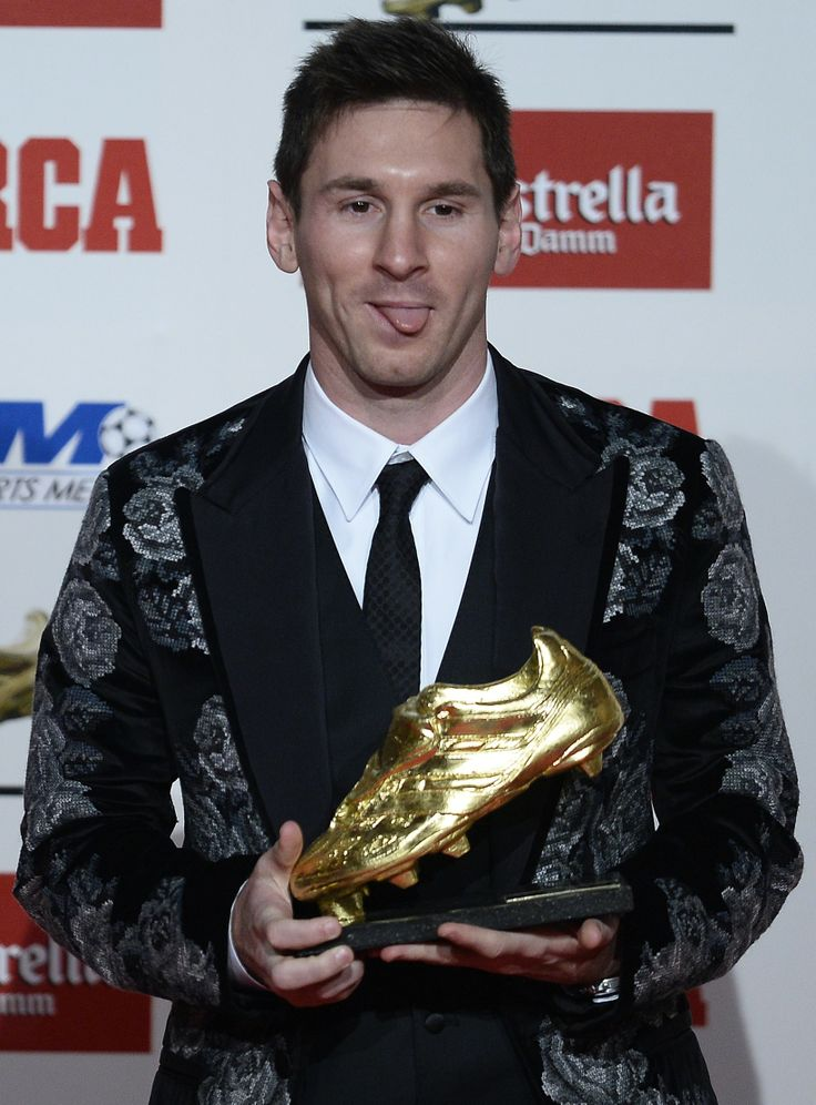 Messi recebe 3ª Chuteira de Ouro da carreira - http://epoca.globo.com/vida/copa-do-mundo-2014/noticia/2013/11/messi-recebe-3-bchuteira-de-ourob-da-carreira.html (Foto: AP Photo/Manu Fernandez)