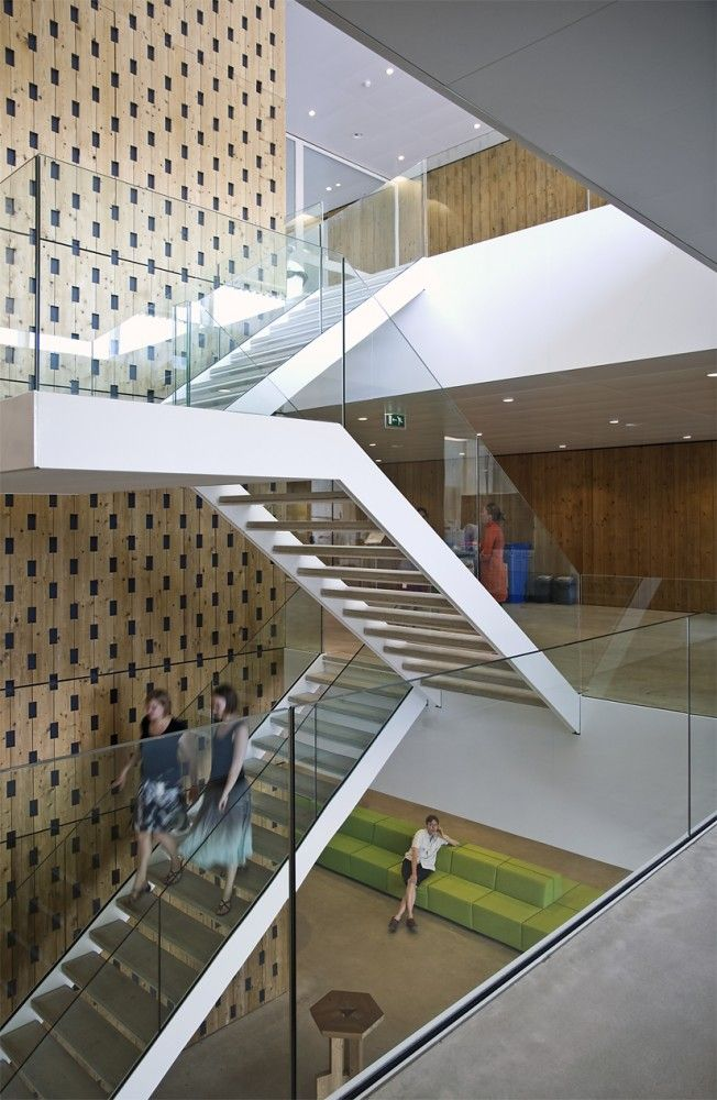netherlands institute for ecology - wageningen - klaus en kaan - 2010 - stair - photo © sebastian van damme