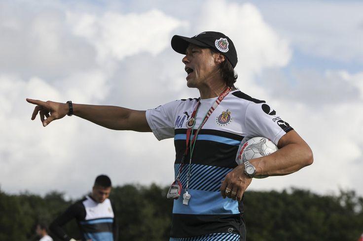 ALMEYDA PIDE A AQUINO COMO REFUERZO El director técnico de las Chivas destacó que no ha podido cerrar el fichaje del jugador de Tigres.