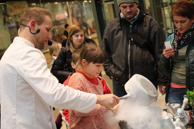 Akcja gotowanie. Gotowanie ciekłym azotem. Marcin Jabłoński. Kuchnia molekularna. Good News Company.
