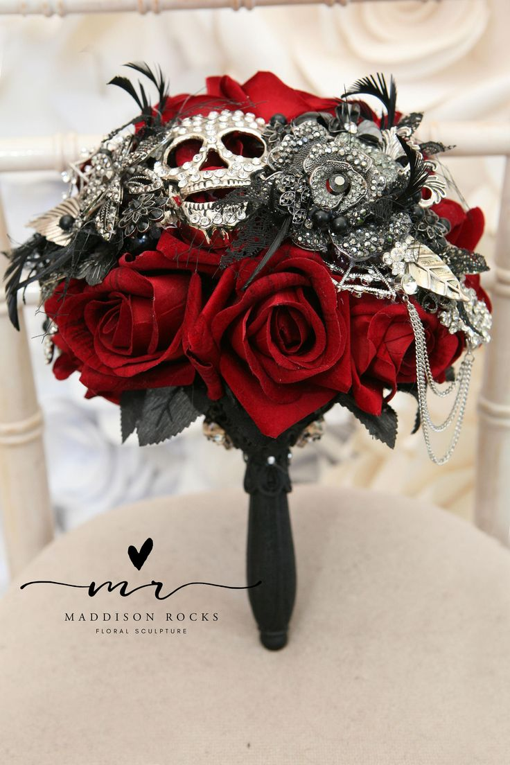 Букет невесты для готической свадьбы