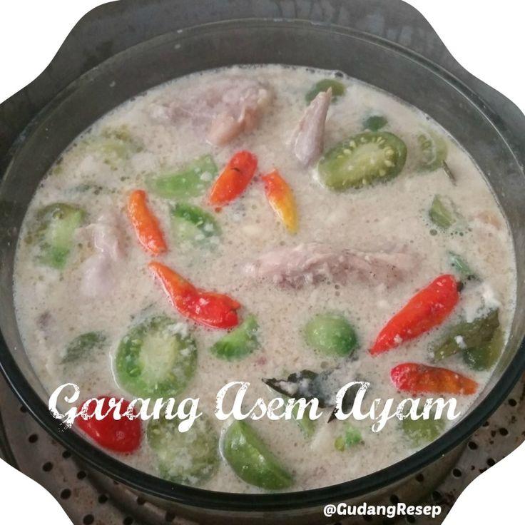 Untuk penduduk pulau Jawa biasanya udah ga asing dengan menu yang satu ini. Perpaduan rasa asam belimbing sayur, gurihnya santan, pedasnya rawit, bener-bener menggugah selera ;)