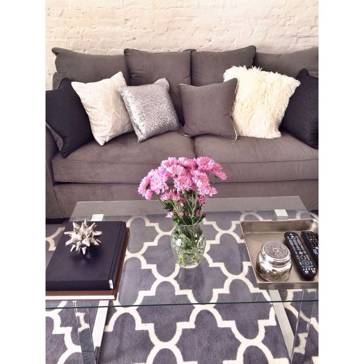 Kind of like my living room minus the cute pillows...gotta get some!!