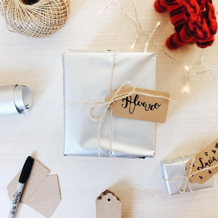 Etiquetando los regalitos  #christmas #gift #present #reyesmagos #lettering