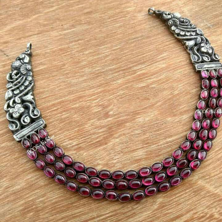 Jewellery necklace