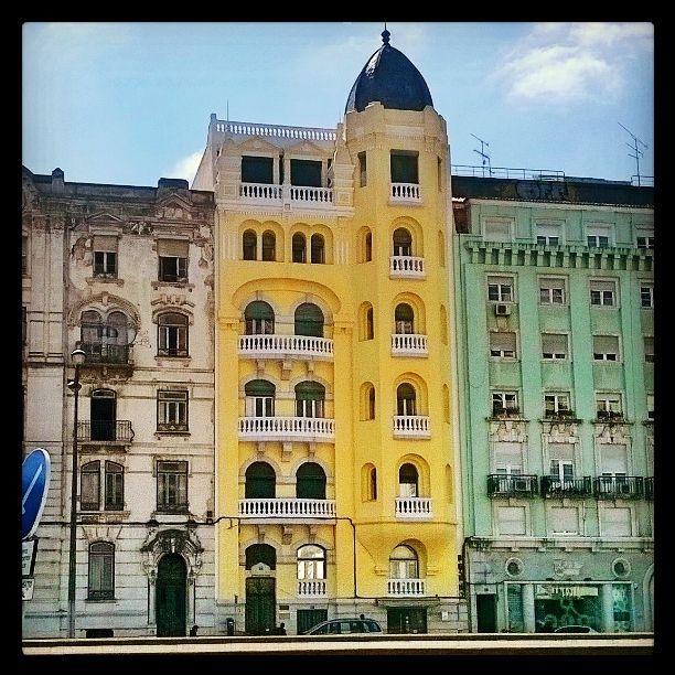Yellow Building.. Avenida da República