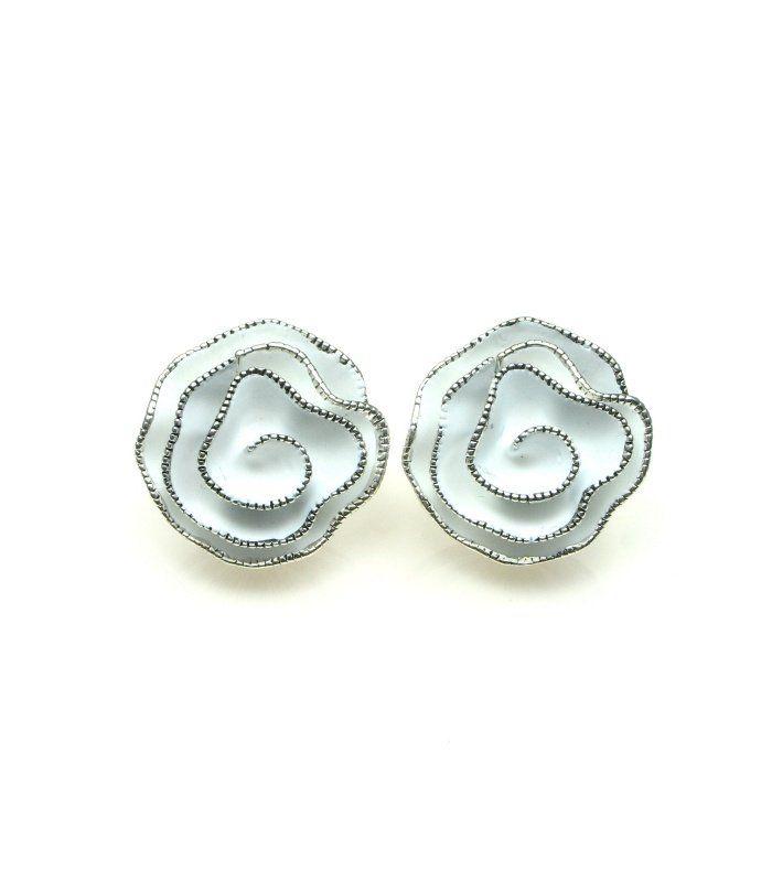 Witte bloem oorclips | Diameter van de clip oorbel is circa 3 cm | Mooie witte clip oorbellen