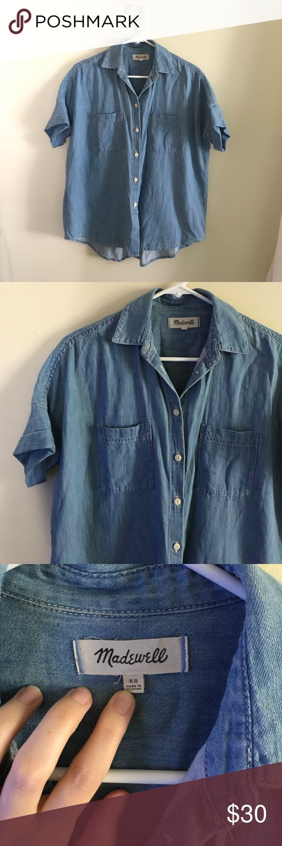 Madewell Indigo Courier Shirt in Kieran Wash Madewell Courier Shirt in Kieran wash. Reposhing because it was just too big for me! In great condition, no stains that I can tell. A couple of tiny snags in the fabric (see photo). Size XS, but definitely a generous oversized fit. Sad that it's too big for me because it's such a cute top! Price firm on this one, although I may be willing to go a *bit* lower. Madewell Tops Button Down Shirts