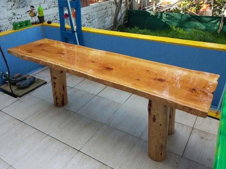 Sedir tabla ve çam ayaklardan masif ahşap bahçe masası, epoxy kaplı. / Cedar wooden garden table