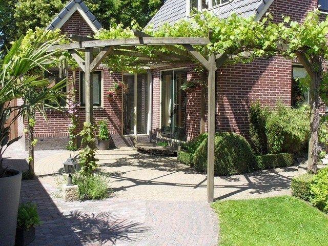 Pergola bij rond terras tuin pinterest klimplanten terras en tuin - Smeedijzeren pergola voor terras ...