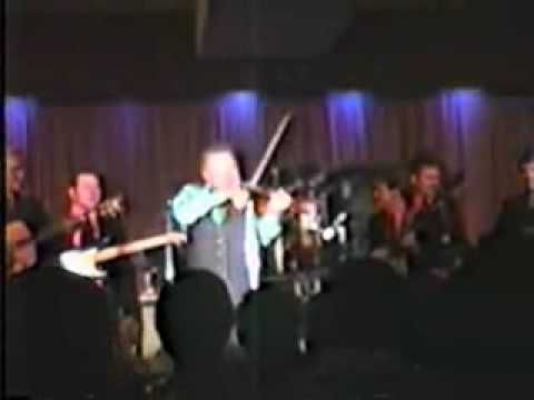 Roy Clark performs The Orange Blossom Special 1987 Live -- song starts at 2:10...poor quality on video