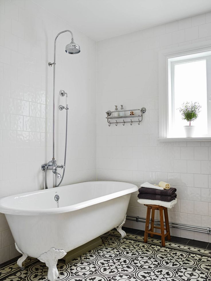 old fashioned bathroom with moroccan tile | Stadshem